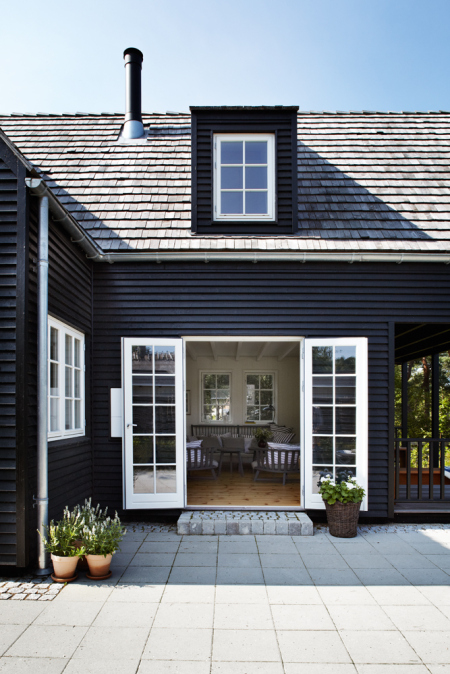 Aluminium windows for weatherboard houses betaview blog - White house black windows ...